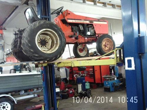 tractor lift 1.jpg