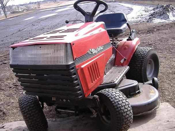 Allis-Chalmers New Lawn Tractor All-Wheel Steer - Talking