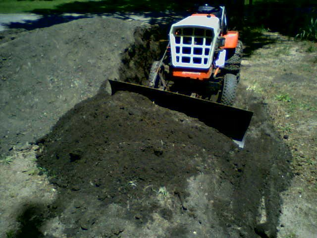 1974 Simplicity 3410 Leveling Dirt.jpg